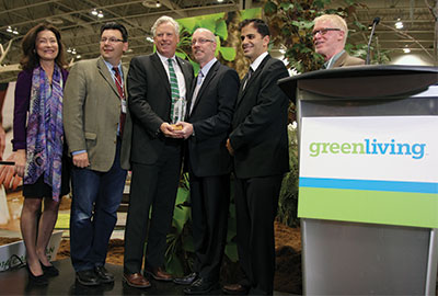 (From left) Laurie Simmonds, Green Living Enterprises, Erik Novak, automotive journalist, David Miller, WWF, Dave Gardner, Honda Canada, Michael Bettencourt, and Peter Gorrie, automotive journalists, during the presentation of the Canadian Green Car award.